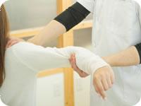 骨盤を整えることで、肩のこりや頭痛、五十肩の改善に繋がります。